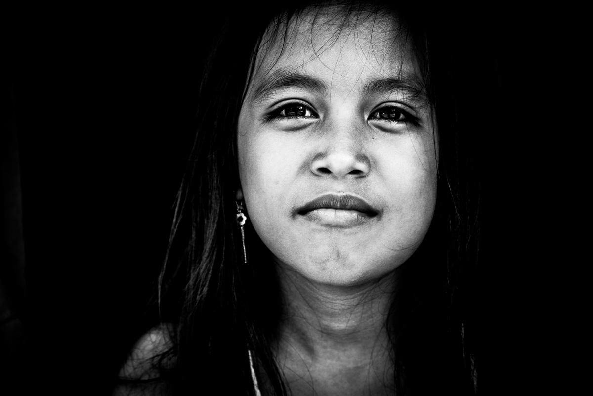 Meisje uit een Dajak dorp