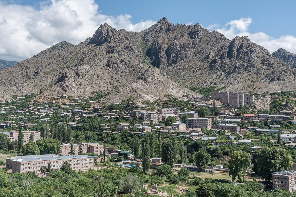 Uitzicht op het stadje Megri, in het zuiden van Armenië