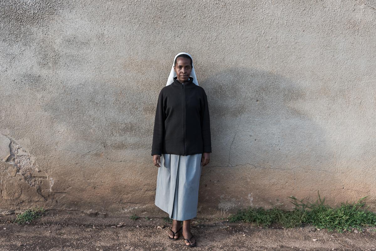 Een zuster in de omgeving van Kamonyi