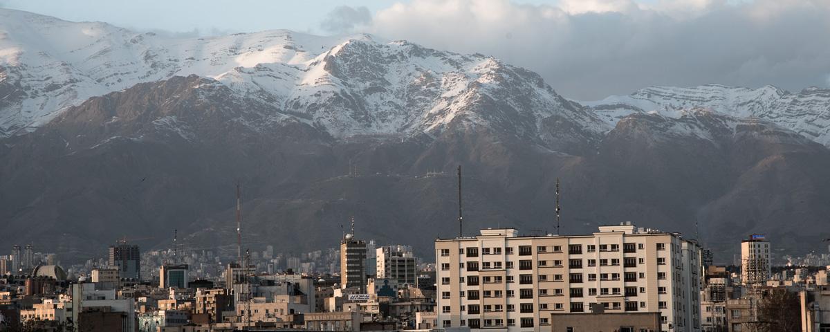 Uitzicht vanuit Teheran over de bergen