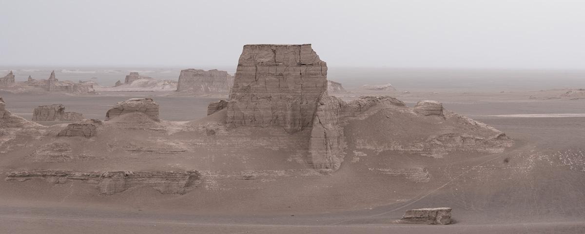 Uitzicht over de zandkastelen van woestijn Dasht-e-Lut