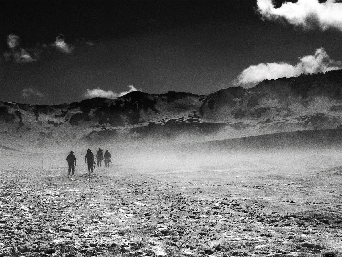 Wandelen naar Viti krater