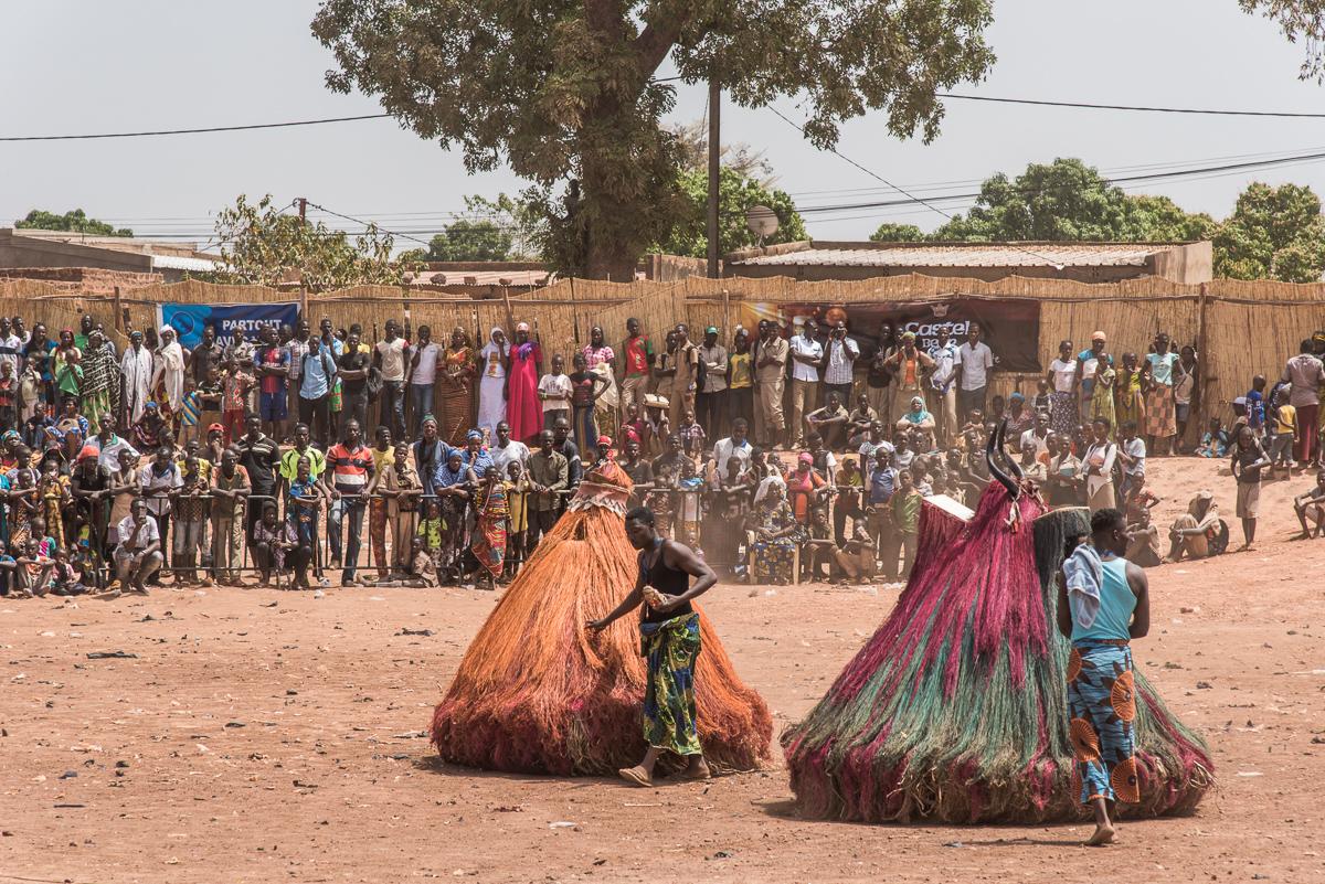 Optreden van de Zangbeto uit Benin