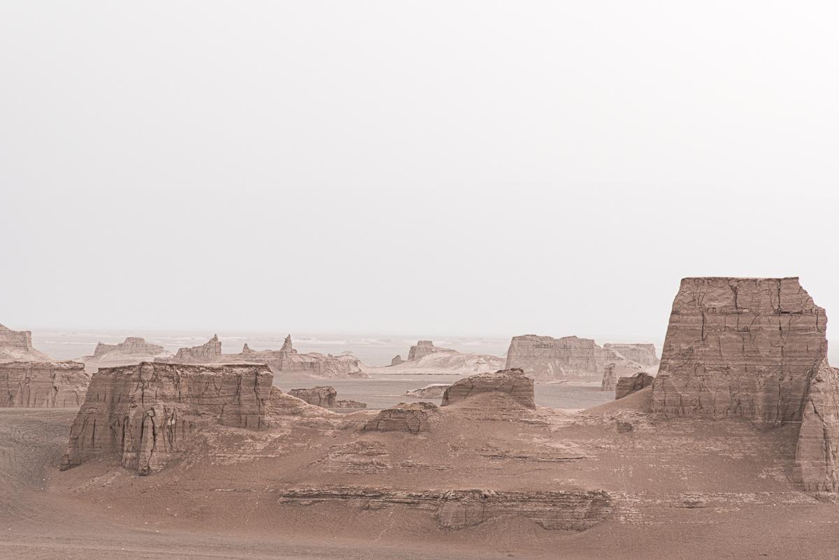 Zandkastelen in de woestijn van de Leegte